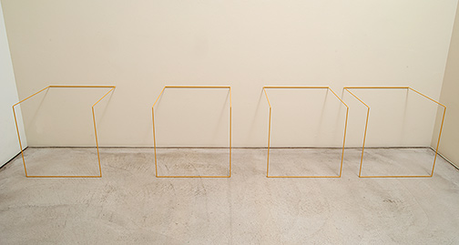 Fred Sandback / Fred Sandback Untitled (Nr. 4)  1968 / 1983  61 x 334 x 61 cm mild steel rod (Volkswagen Oregonbeige L81D) Intervals: 45 cm, 30 cm, 15 cm