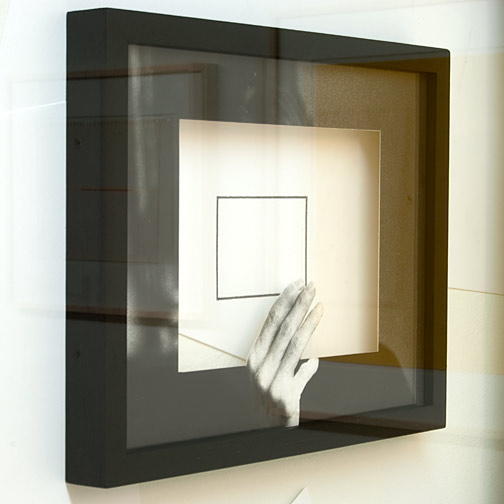 Giulio Paolini / Giulio Paolini Il Disegno in Persona  1998 (Detail) 139 x 134 cm; Rahmen 73,5 x 82.5 cm Bleistift auf Papier, gerahmt mit einem schwarzen Passepartout, gerahmt  mit einem fotografischen Passepartout, Collage auf der Wand