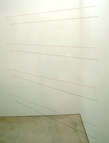 Fred Sandback / Untitled (Sculptural Study, Eight-part Horizontal Corner Construction) ca. 1972/2007 342.9 x 348 x 165 cm red and black acrylic yarn FLS2541