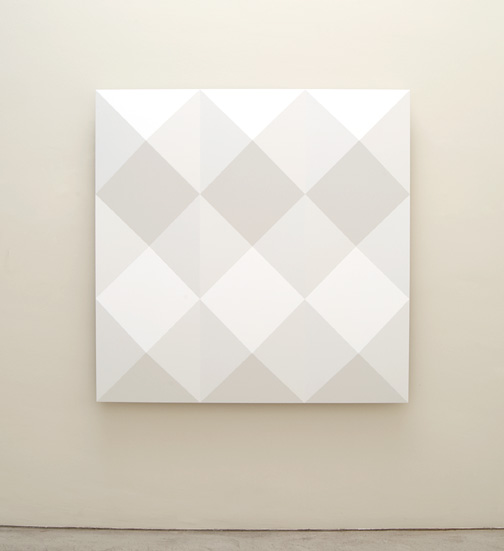 Andreas Christen / Andreas Christen Ohne Titel  2005  160 x 160 cm MDF-Platte, weiss gespritzt (Nuvovern DS 10.1)