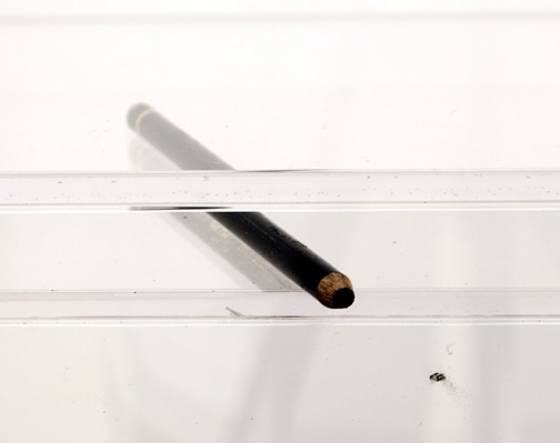 Giulio Paolini / Niente e subito  2006  120 x 40 x 40 cm Plexiglassockel, Zeichenpapier, schwarzer Bleistift Ed. 4 von 6