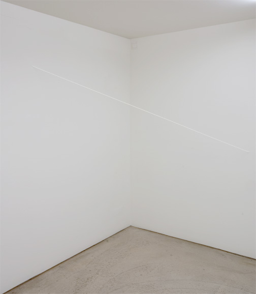 Fred Sandback / Untitled  1972/96 Diagonal 79.4 x 141 x 143.5 cm White acrylic yarn FLS#2182