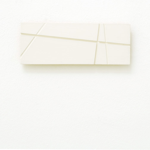 Fred Sandback / Fred Sandback  Untitled  1998 7.8 x 20.8 x 1.5 cm acrylic on wood (white) Privatsammlung