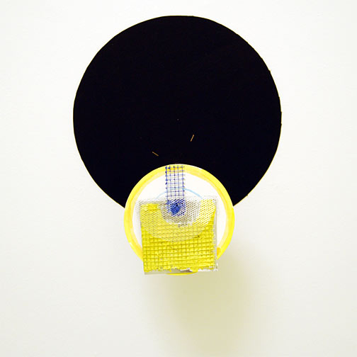 Richard Tuttle / Craft #3  2008 44 x 36 x 14 cm wiremesh, aluminium foile, paper-mâché and acrylic paint mounted with a nail on painted cardboard circle on wood on black cardboard circle