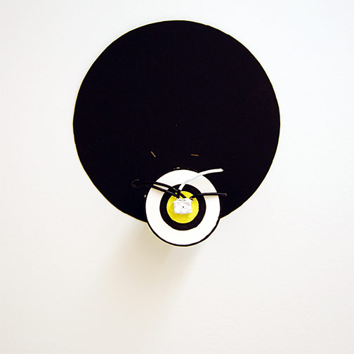 Richard Tuttle / Craft #5  2008 38.5 x 36 x 12 cm wire, seaweedplaster, acrylic paint mounted on painted cardboard circle on wood on black cardboard circle